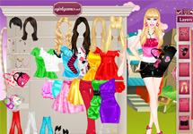 Vestir a Barbie sale con su amiga